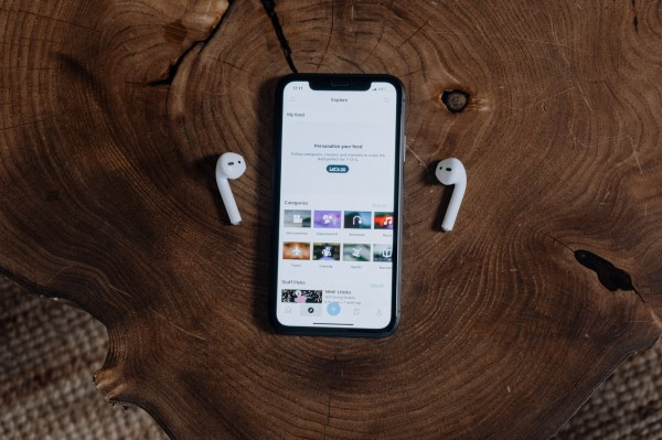人人租機丨華強北山寨蘋果耳機市場,像極了十年前的山寨手機市場