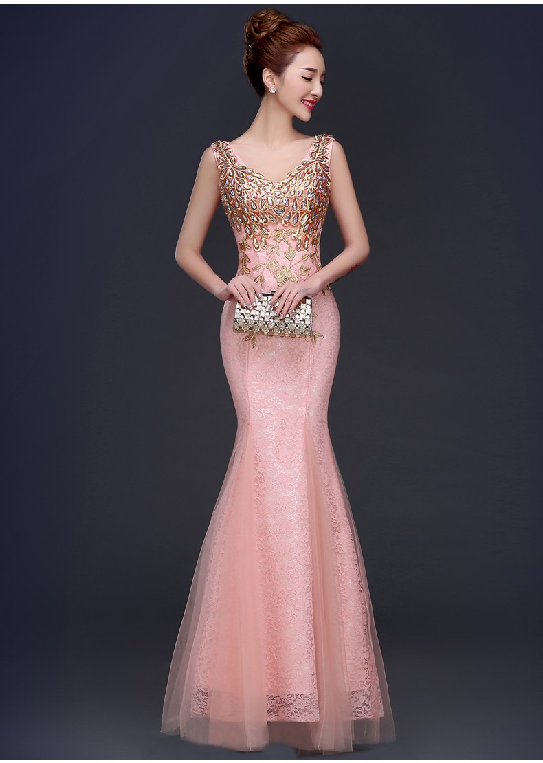 粉色鱼尾款礼服