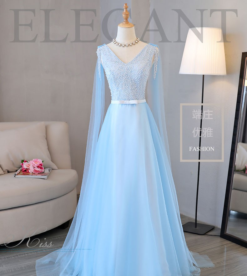 天蓝色礼服