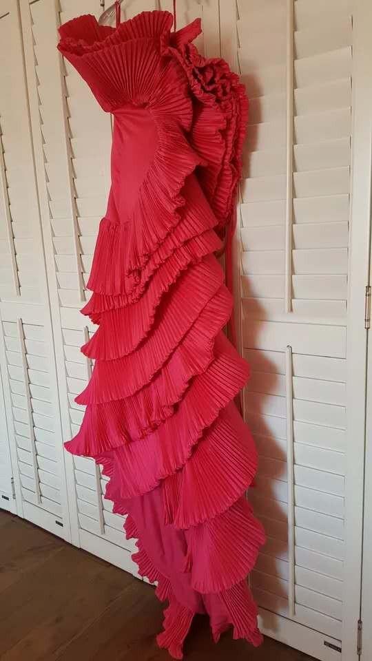 玫红色创意鱼尾礼服