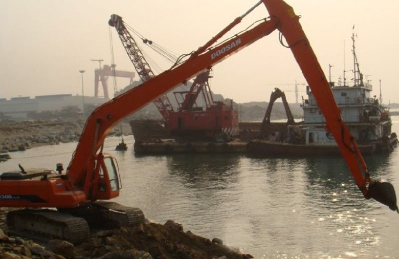 南京市大宇加长臂23米250 25T挖掘机出租